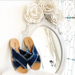 Dirty Laundry Indigo Empowered Slide Sandals 7